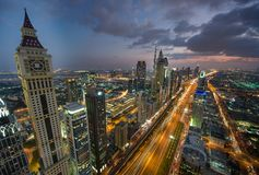 Arquitetura da cidade da noite de Dubai, Emiratos Árabes Unidos Imagens de Stock Royalty Free