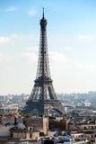 Arquitetura da cidade parisiense com torre Eiffel Fotos de Stock