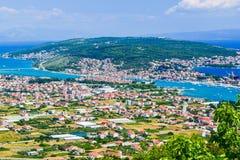 A arquitetura da cidade Trogir, Croácia foto de stock royalty free