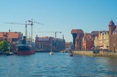 Arquitetura da cidade da cidade velha com o guindaste do mastro em Gdansk Imagem de Stock Royalty Free