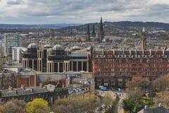 Arquitetura da cidade da cidade velha Edimburgo da princesa Street Gardens para a universidade de Edimburgo, Escócia, Reino Unido Foto de Stock