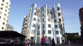 Arquitetura da construção do metal em Dusseldorf, Alemanha vídeos de arquivo