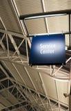 Arquitetura da construção pública do marcador do sinal do centro de serviço ao cliente Imagem de Stock Royalty Free