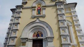 A arquitetura da igreja da intercess?o contra o c?u azul vídeos de arquivo