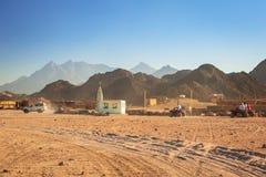 Arquitetura da vila africana pequena no deserto Fotografia de Stock