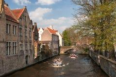 Arquitetura de Buges - canal velho com barcos Imagens de Stock Royalty Free