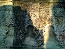 Arquitetura de Camboja Bas-relevo Parede que cinzela em Angkor Wat Complex Siem Reap imagem de stock