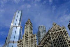 Construção de Chicago Wrigley e torre do trunfo Fotos de Stock Royalty Free