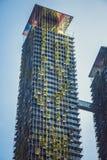 Arquitetura de Eco Construção verde do arranha-céus com as plantas que crescem na fachada Parque no céu Kuala Lumpur malaysia Fotos de Stock Royalty Free