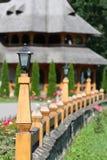 Arquitetura de madeira da cerca e da casa Imagens de Stock Royalty Free
