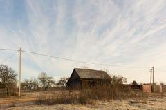 Arquitetura de madeira do russo Casa de campo no inverno Fotos de Stock