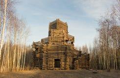 Arquitetura de madeira do russo Casa de campo no inverno Fotografia de Stock
