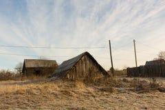 Arquitetura de madeira do russo Casa de campo no inverno Foto de Stock Royalty Free