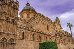 Arquitetura de normando do domo, catedral medieval de Palermo em Sicília fotografia de stock