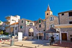 Arquitetura de pedra velha da cidade Pirovac foto de stock