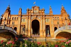 Arquitetura de Plaza de Espana com flores, Sevilha, Espanha Imagem de Stock Royalty Free