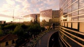 Arquitetura de vidro moderna Prédios de escritórios da empresa filme