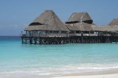 Arquitetura de Zanzibar, buldings de madeira na água; imagens de stock