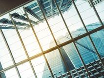 A arquitetura detalha a construção moderna do telhado de vidro Imagens de Stock Royalty Free