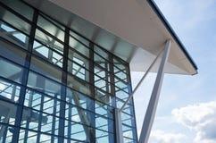 Arquitetura do aeroporto em Gda?sk, Polônia foto de stock royalty free