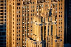 Arquitetura do art deco de Manhattan do Midtown na luz completa da tarde fotos de stock royalty free