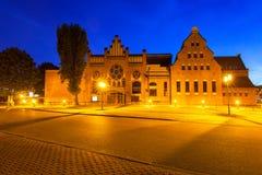 Arquitetura do Báltico filarmônico em Gdansk na noite imagens de stock royalty free
