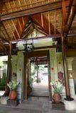 Arquitetura do Balinese, porta principal do hotel Fotografia de Stock Royalty Free