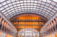 Arquitetura do estação de caminhos-de-ferro moderno fotografia de stock