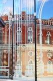 Arquitetura do parque de Tsaritsyno em Moscou Reflexão da janela de vidro Imagens de Stock