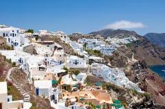 Arquitetura e mar de Oia na ilha Santorini, Grécia fotos de stock royalty free