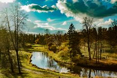 Arquitetura e paisagem do parque em Pavlovsk, região de Leninegrado imagens de stock royalty free