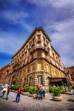 30 04 2016 - Arquitetura e turistas de Roma no quadrado do fórum de Trajan, Roma, Fotografia de Stock