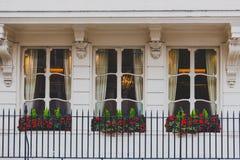 Arquitetura em Mayfair no centro de cidade de Londres imagem de stock