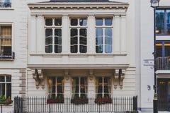 Arquitetura em Mayfair no centro de cidade de Londres fotos de stock