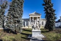 Arquitetura, escultura, museu, céu, árvores, Laocoon, inverno, Odessa, Ucrânia Foto de Stock Royalty Free
