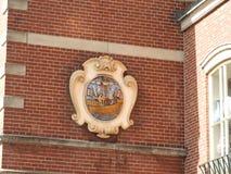Arquitetura excelente de Amsterdão, das fachadas de pedra e dos elementos do projeto Viagem a Europa imagens de stock royalty free