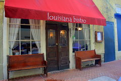 Arquitetura exterior do restaurante de gama alta, com os bancos para descansar, restaurantes de Louisiana, Nova Orleães, 2016 fotografia de stock