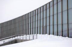 Arquitetura geométrica moderna no inverno foto de stock royalty free