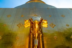 A arquitetura glamoroso no templo de Wat Prasing foto de stock royalty free