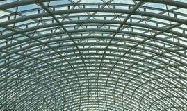 Arquitetura, hemisfério, construção do metal do telhado de vidro do shopping fotos de stock