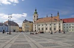 Arquitetura histórica do quadrado principal em Sibiu Fotos de Stock Royalty Free