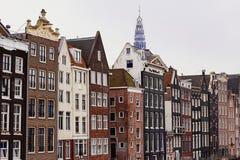 Arquitetura holandesa típica em Amsterdão, Holanda, Países Baixos foto de stock