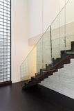 Arquitetura, interior bonito de uma casa de campo moderna foto de stock royalty free