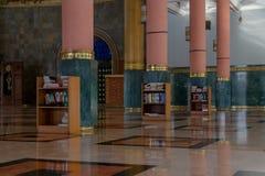 Arquitetura interior vermelha e verde da mesquita da coluna Fotografia de Stock