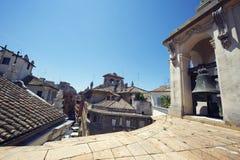 Arquitetura italiana clássica do telhado de Roma Itália Imagem de Stock