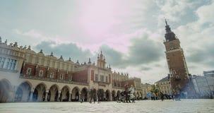 Arquitetura Krakow - a cidade velha Hall Tower Nuvens do fundo Timelapse filme