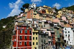 Arquitetura mediterrânea tradicional de Riomaggiore, Itália Fotos de Stock Royalty Free