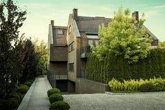 Arquitetura moderna - casa de apartamento imagens de stock