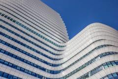 Arquitetura moderna de uma construção do governo em Groningen Foto de Stock