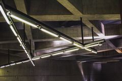A arquitetura moderna detalha o muro de cimento da estrutura Linha do metro de Budapest M4 fotos de stock royalty free